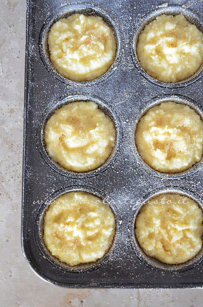 Sformatini pronti per essere infornati - Ricetta Sformatini di patate con funghi
