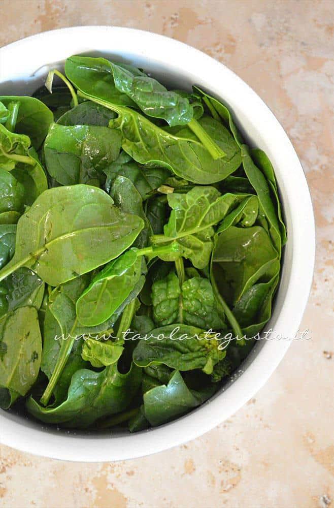 Spinaci in pentola - Ricetta Gnocchi ricotta e spinaci