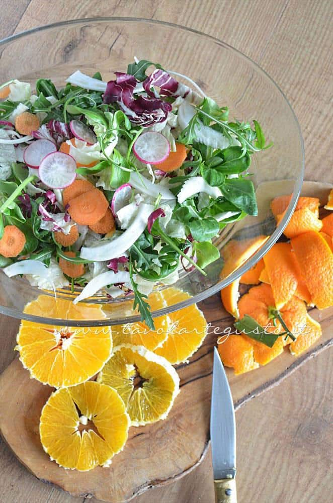 Affettare le arance - Ricetta Insalata di frutta e verdura