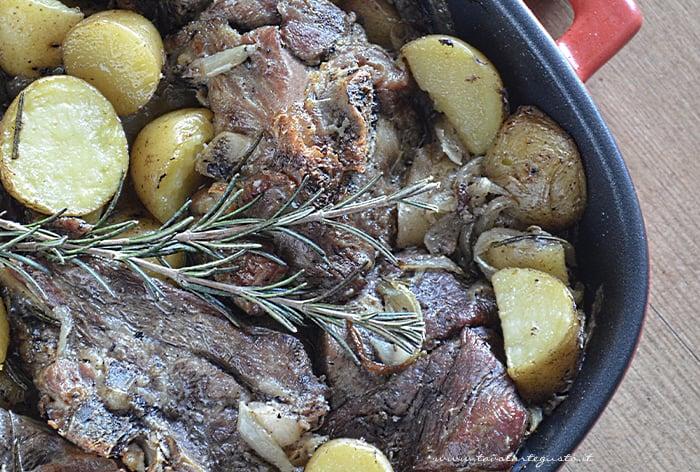 Agnello al forno con patate - Ricetta Agnello al forno-.