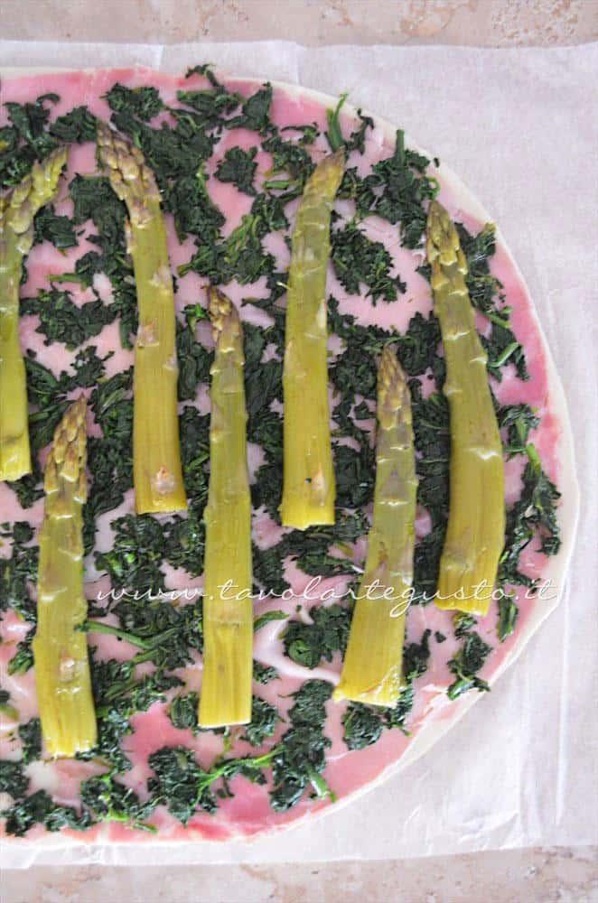 Adagiare gli asparagi alternati - Ricetta Strudel di verdure