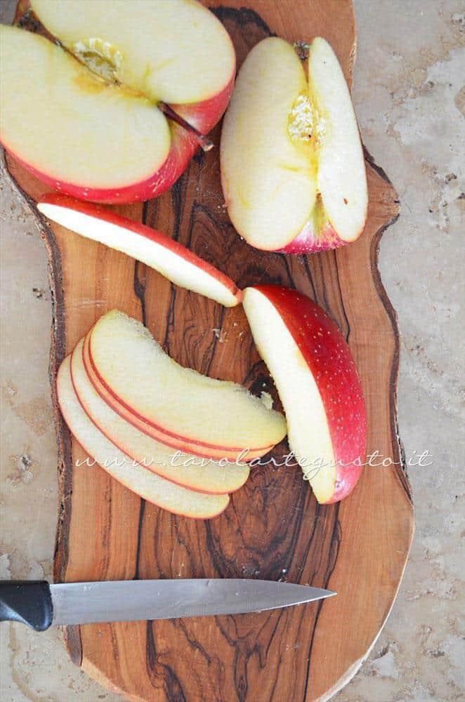 Affettare le mele - Ricetta Muffins ricotta e mele
