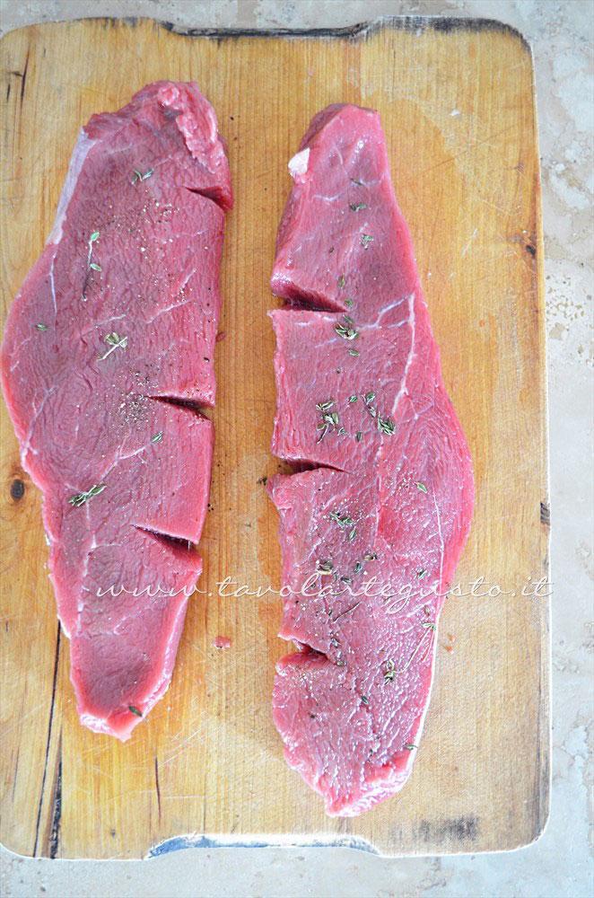 Aromatizzare il controfiletto - Ricetta Tagliata di manzo timo pepe e grana