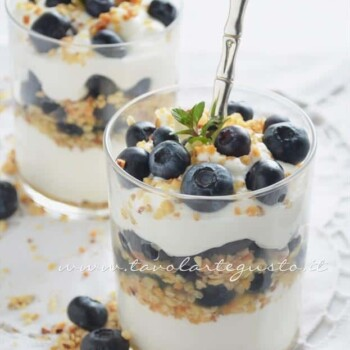 Coppe yogurt chantilly e mirtilli - Ricetta Coppe yogurt