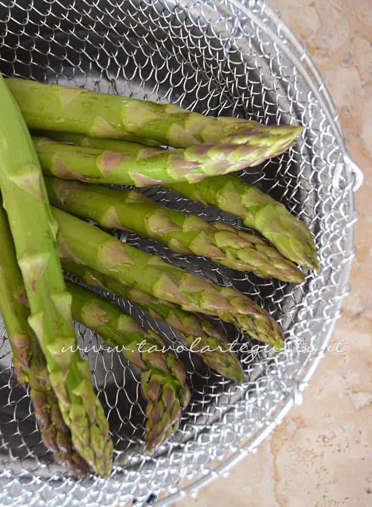 Cuocere gli asparagi a vapore - Ricetta Strudel di verdure
