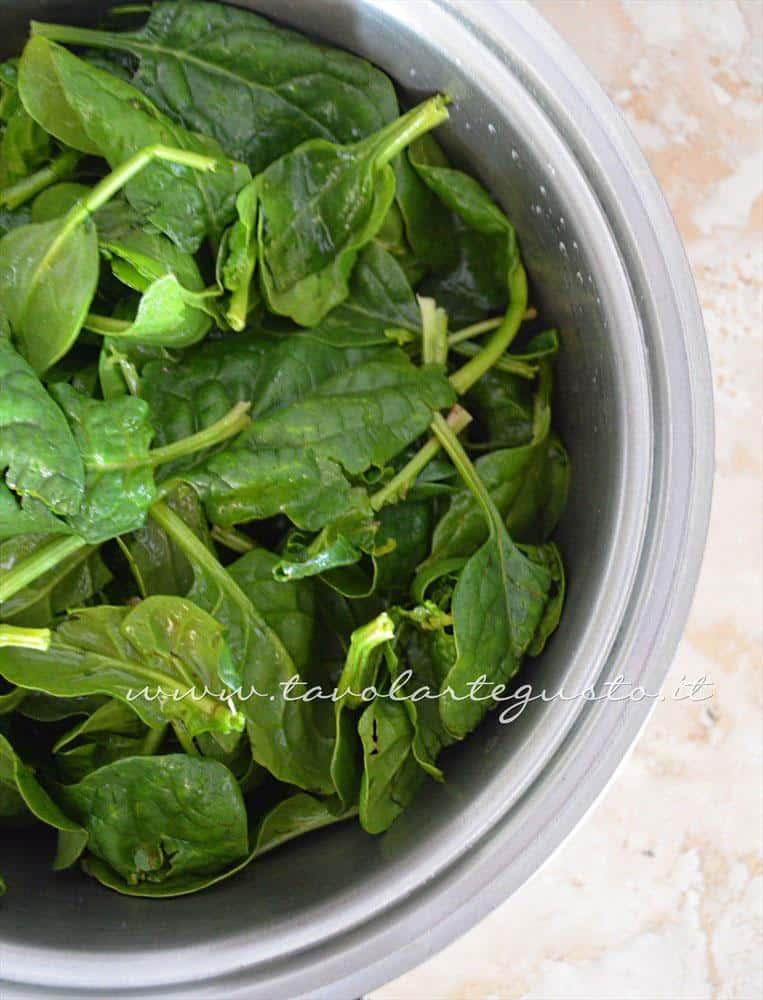 Cuocere gli spinaci - Ricetta Strudel di verdure