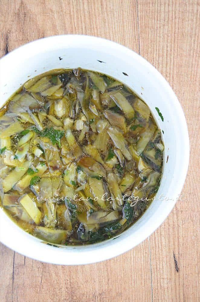 I Carciofi a fine cottura, pronti da frullare - Ricetta Crema di Carciofi alla menta con stracchino