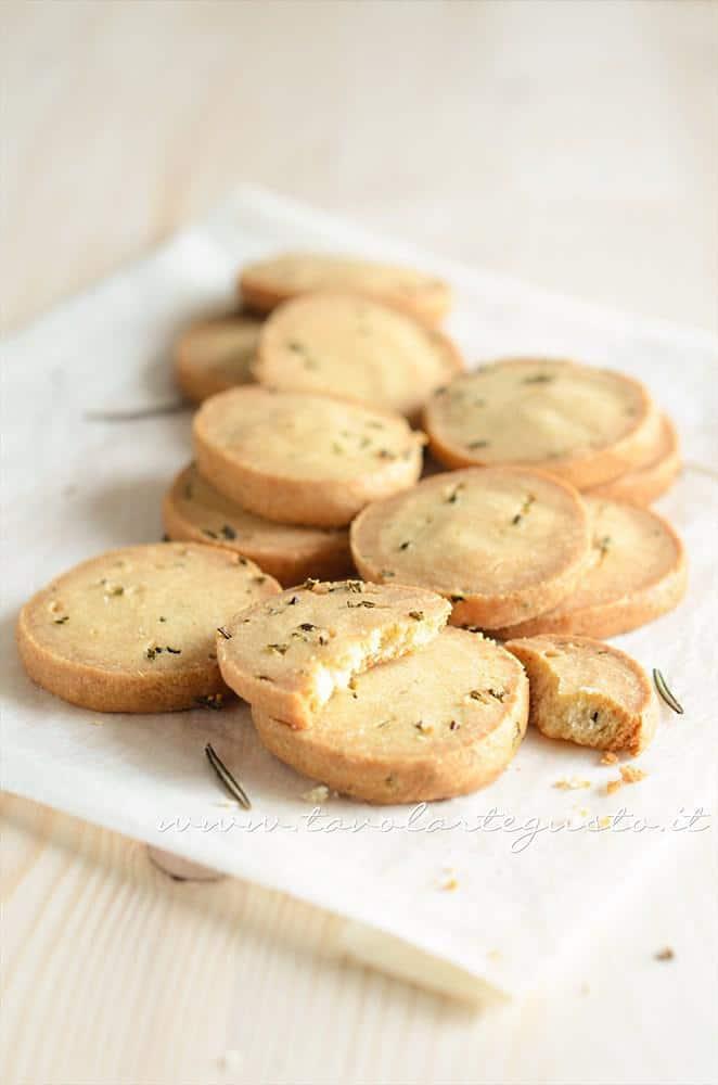 Biscotti salati al rosmarino - Ricetta Biscotti salati al rosmarino