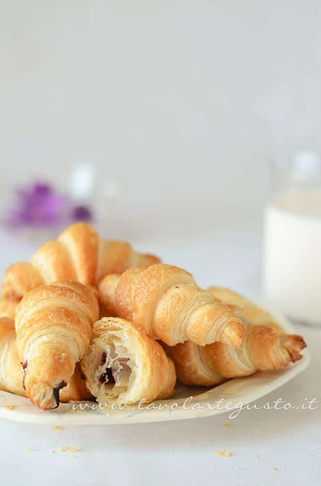 Croissant di pasta sfoglia - Ricetta Croissant di pasta sfoglia - Cornetti di pasta sfoglia