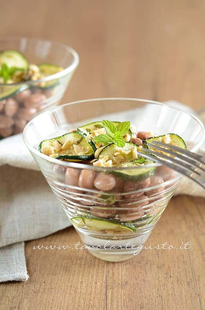 Insalata di Borlotti con zucchine e nocciole - Ricetta Insalata di Borlotti con zucchine e nocciole