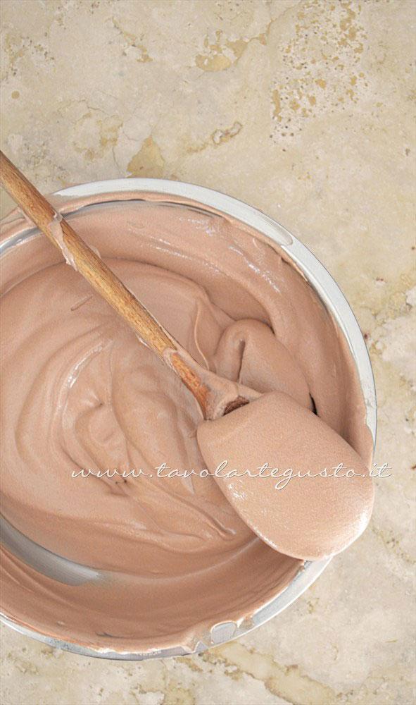 Mousse al gianduia -Ricetta Cannoli di cialda al cacao con Mousse al gianduia