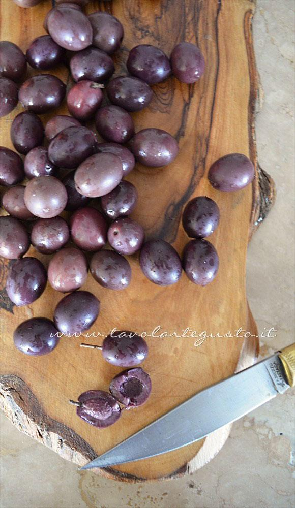 Ricetta olive nere dolci al forno