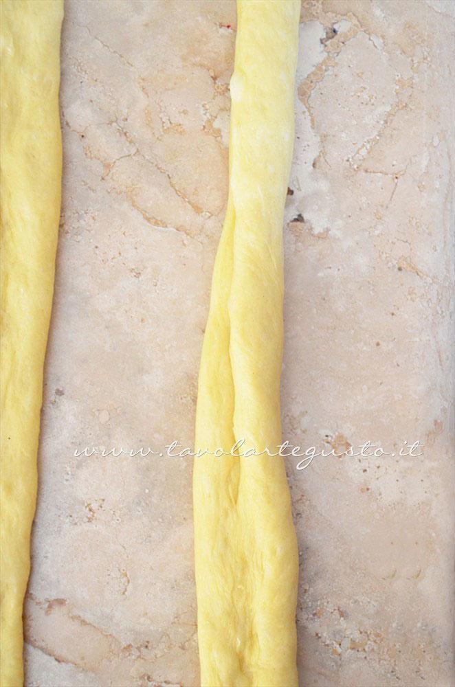 Come realizzare i filoncini per la Treccia di Pan Brioche senza burro - Ricetta Pan Brioche senza burro - Pan Brioche all'olio