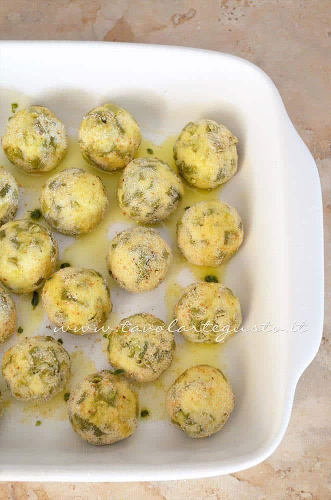 Cuocere le crocchette in forno - Ricetta Crocchette di patate al forno con ricotta e fagiolini