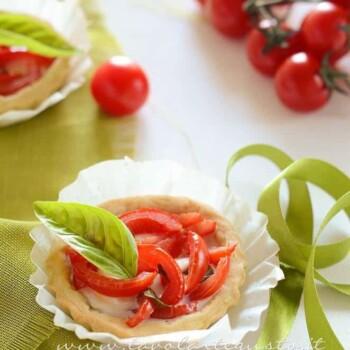 Tartellette salate con pomodorini - Ricetta Tartellette salate con pomodorini