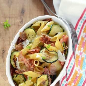Pasta al forno con zucchine e speck - Ricetta Pasta al forno con zucchine e speck