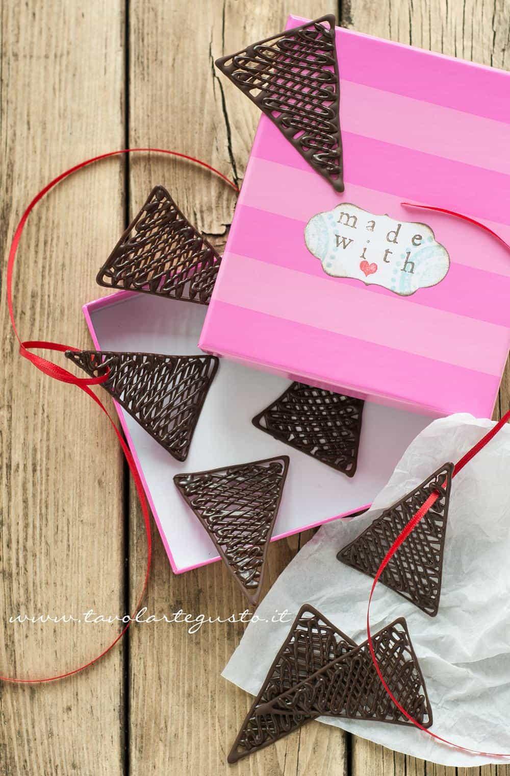 Decorazioni di cioccolato - Ricetta Decorazioni di cioccolato