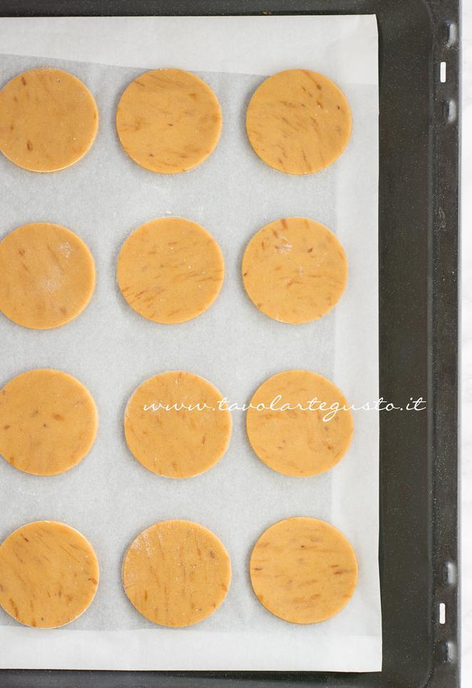 Biscotti pronti per essere infornati - Ricetta Biscotti al Cappuccino