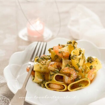 Calamarata con gamberi e broccoli - Ricetta Calamarata con gamberi e broccoli
