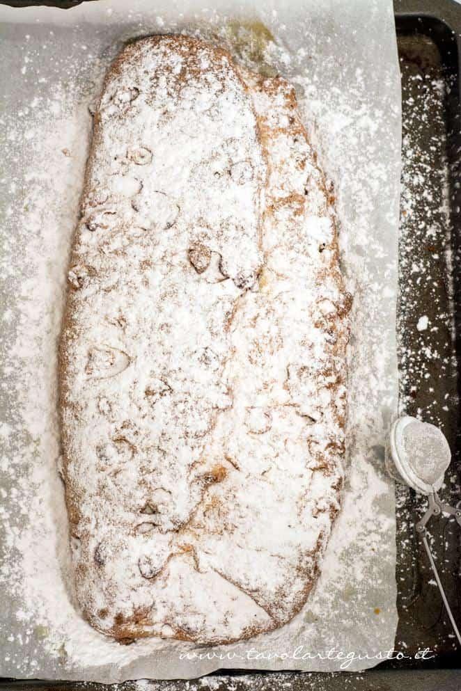 Cospargere di zucchero a velo - Ricetta Stollen -Cristmas Stollen
