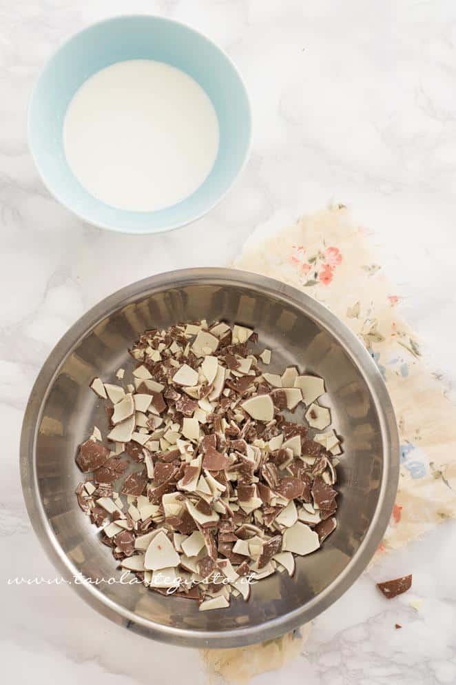 Preparare la ganache al Cioccolato Kinder 1 -Ricetta Biscotti al Cappuccino