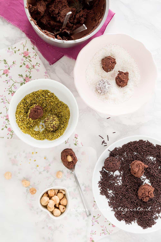 Tartufi al cioccolato gusto cocco, pistacchio, con codette al cioccolato, cuore di nocciola-Ricetta Tartufi al cioccolato
