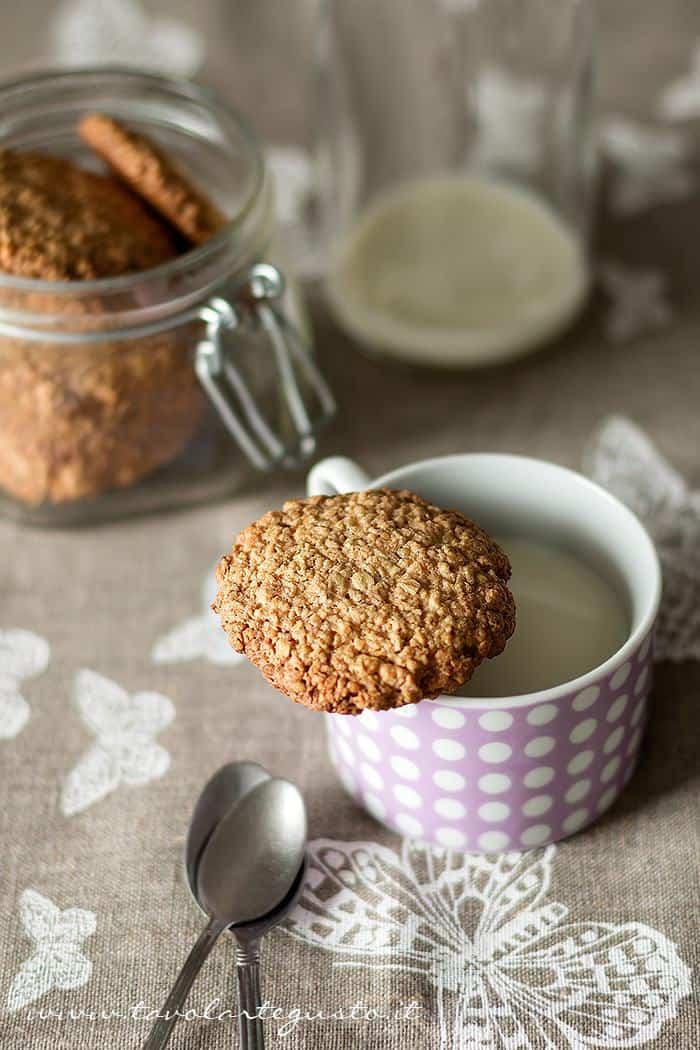 Biscotti ai fiocchi d'avena - Ricetta Biscotti ai fiocchi d'avena