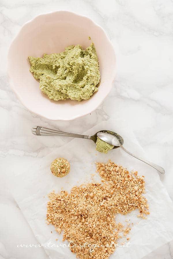 Realizzare i tartufi salati di fave e pecorino -  Ricetta Tartufi salati di fave e pecorino