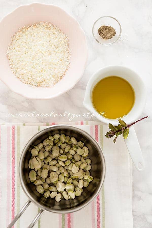 Realizzare l'impasto per i tartufi salati di fave e pecorino -  Ricetta Tartufi salati di fave e pecorino