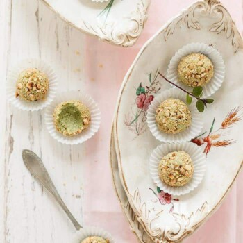 Tartufi salati di fave e pecorino - Ricetta Tartufi salati di fave e pecorino