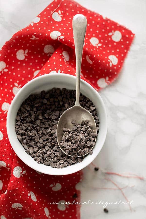 Porre le gocce di cioccolato in freezer - Ricetta Pangoccioli