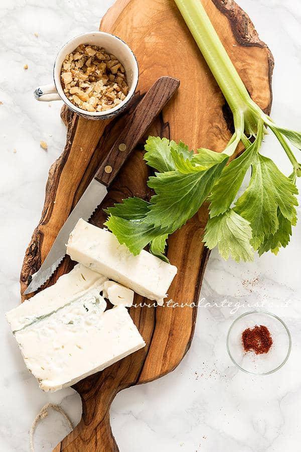 Preparare la pasta gorgonzola e noci - Ricetta Pasta gorgonzola e noci