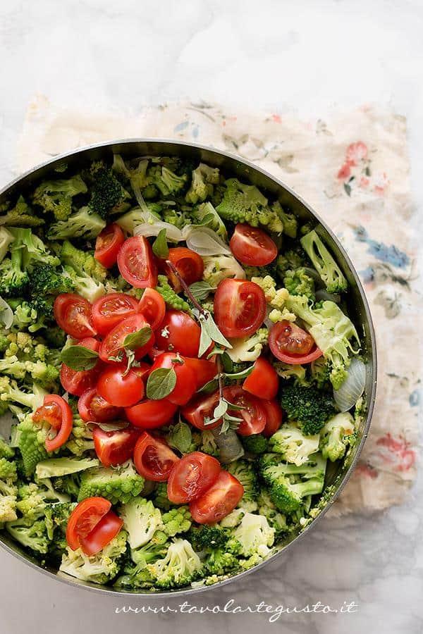 Salatare le verdure in padella - Ricetta Crumble di Verdure