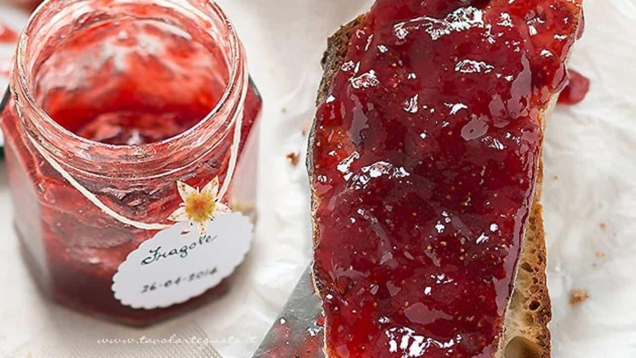 Far Bollire Vasetti Marmellata marmellata di fragole fatta in casa: ricetta e consigli utili passo passo!