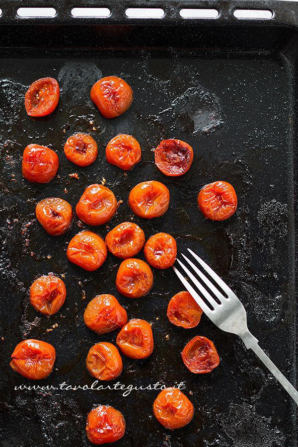Pomordorini appena sfornati - Ricetta Torta salata con Asparagi