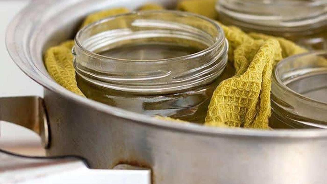 Come Sterilizzare Vasetti Per Conserve sterilizzare i vasetti di vetro per le conserve: istruzioni passo passo