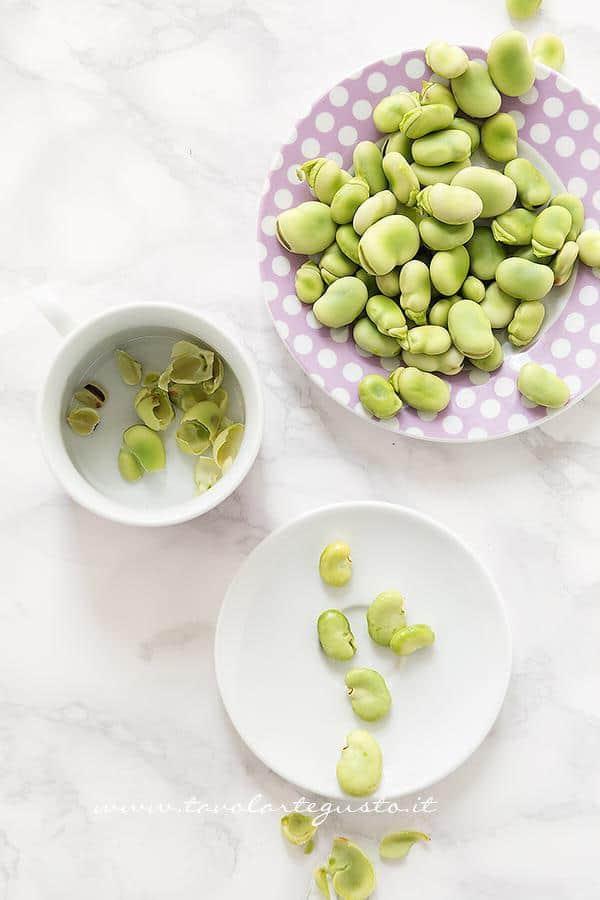 Sgusciare e sbucciare le fave fresche - Ricetta Asparagi in padella
