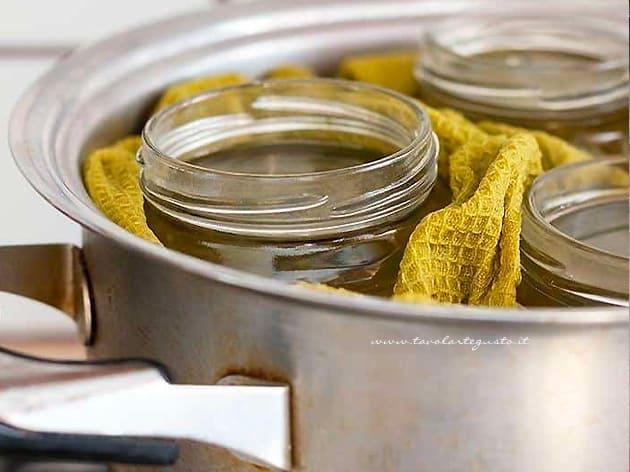 sterilizzare i vasetti di vetro per conserve