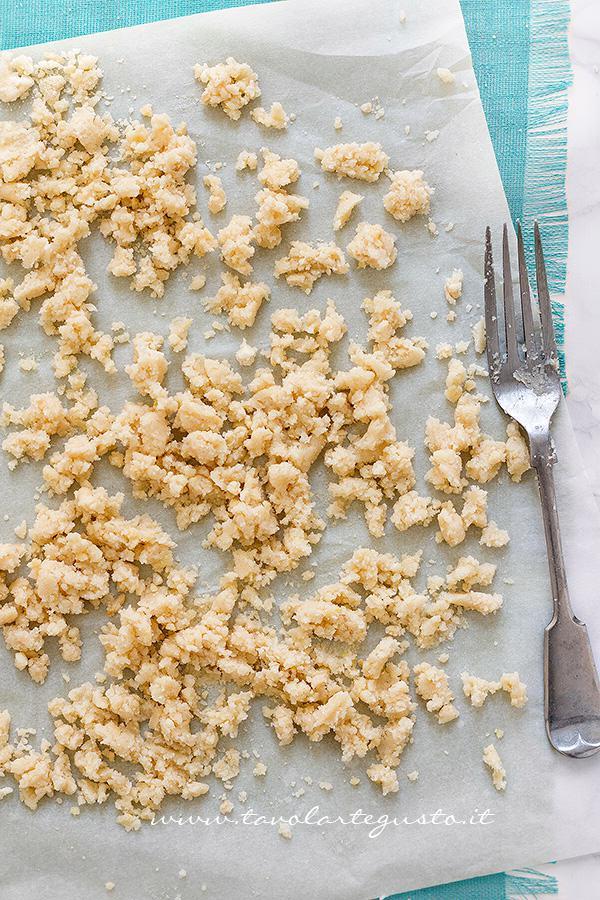 Preparare il Crumble2 - Ricetta Crumble di Fragole