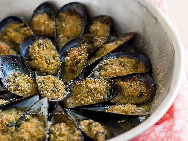Cozze gratinate Ricetta Tradizionale - Ricetta Cozze gratinate-