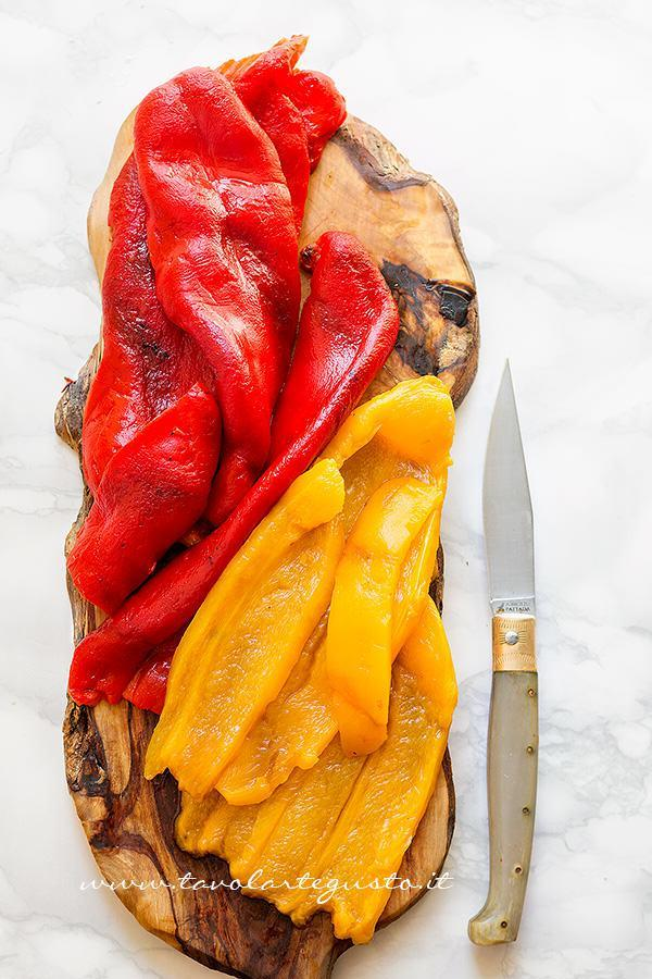 Peperoni arrostiti - come arrostire e spellare i peperoni - Ricetta Peperoni arrostiti