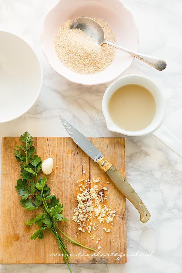 Preparare tutti gli ingredienti - Ricetta Cozze gratinate