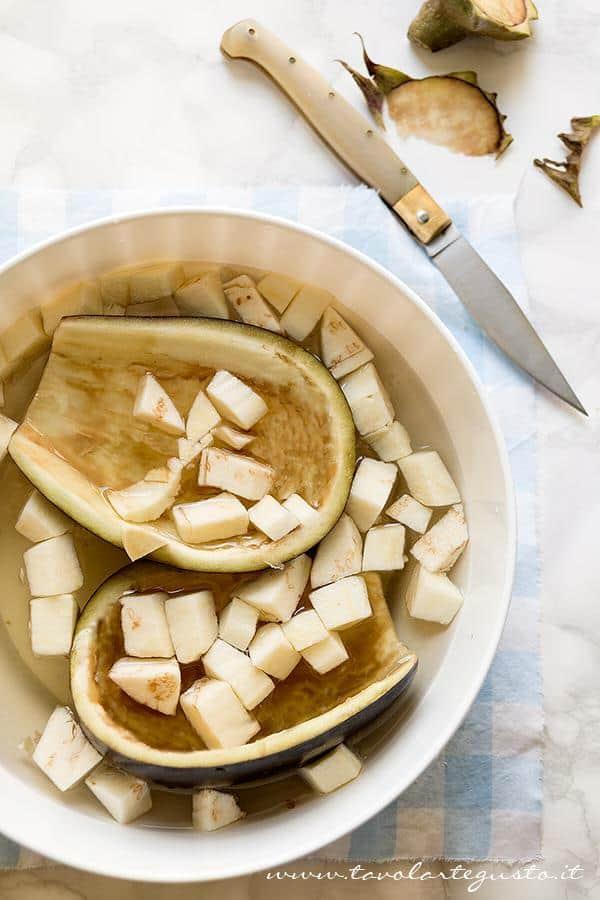 Svuotare le Melanzane - Ricetta Melanzane ripiene di verdure al forno