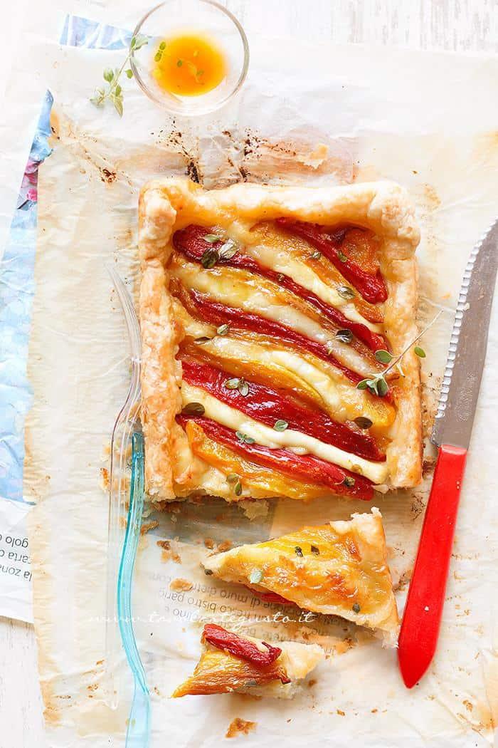 Torta salata peperoni e mozzarella - Ricetta Torta salata peperoni e mozzarella
