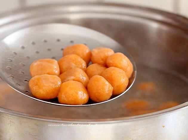 Cuocere gli gnocchi di zucca - Ricetta Gnocchi di zucca-