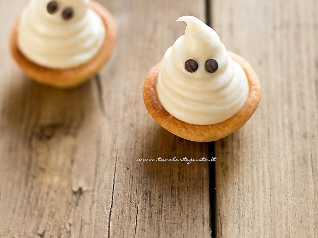 Fantasmini di Halloween - Ricetta Fantasmini di Halloween-