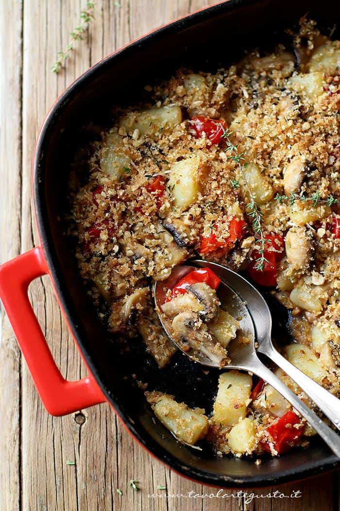 Patate e funghi al forno - Ricetta Patate e funghi al forno