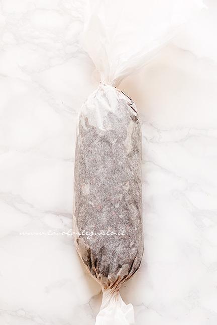 Dare la forma al salame - Ricetta Salame di cioccolato senza uova