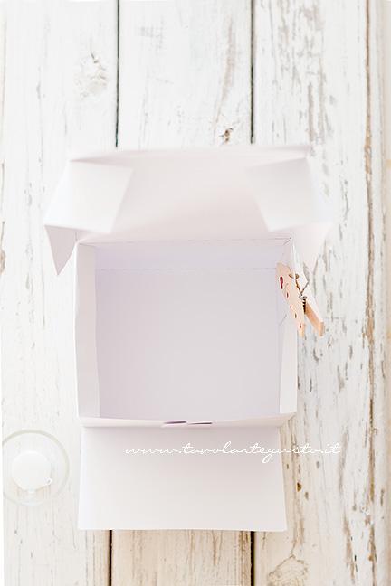 Scatola per biscotti fai da te con tutorial e pdf scaricabile for Foderare una scatola