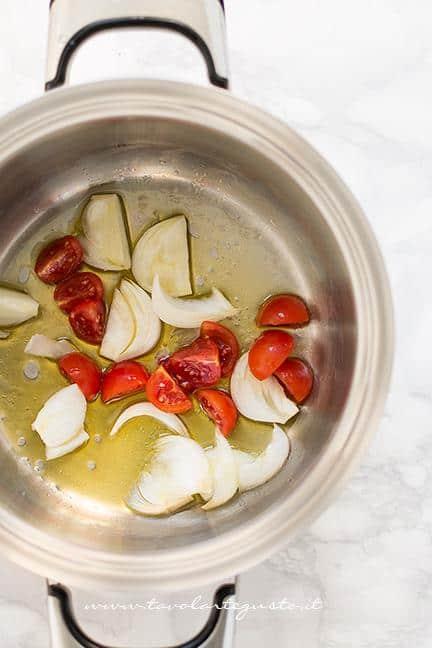 Preparare il soffritto - Ricetta Bisque di Gamberi (Fumetto di Crostacei)